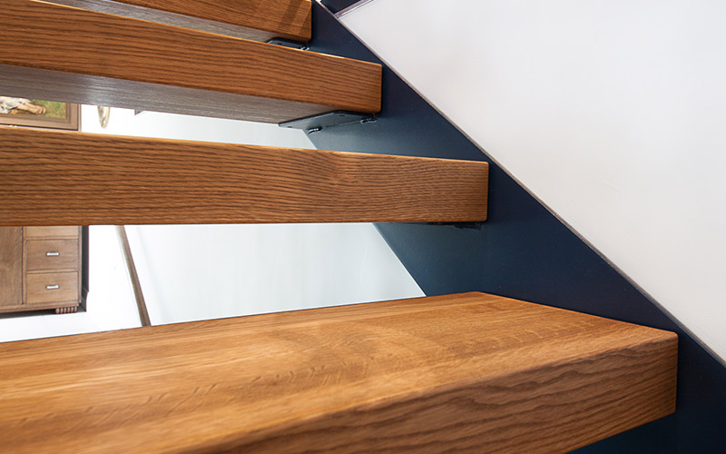 Lateralis stairs – steel side plate stringers painted black with 80mm American Oak treads.